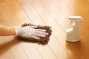 お部屋を拭き掃除